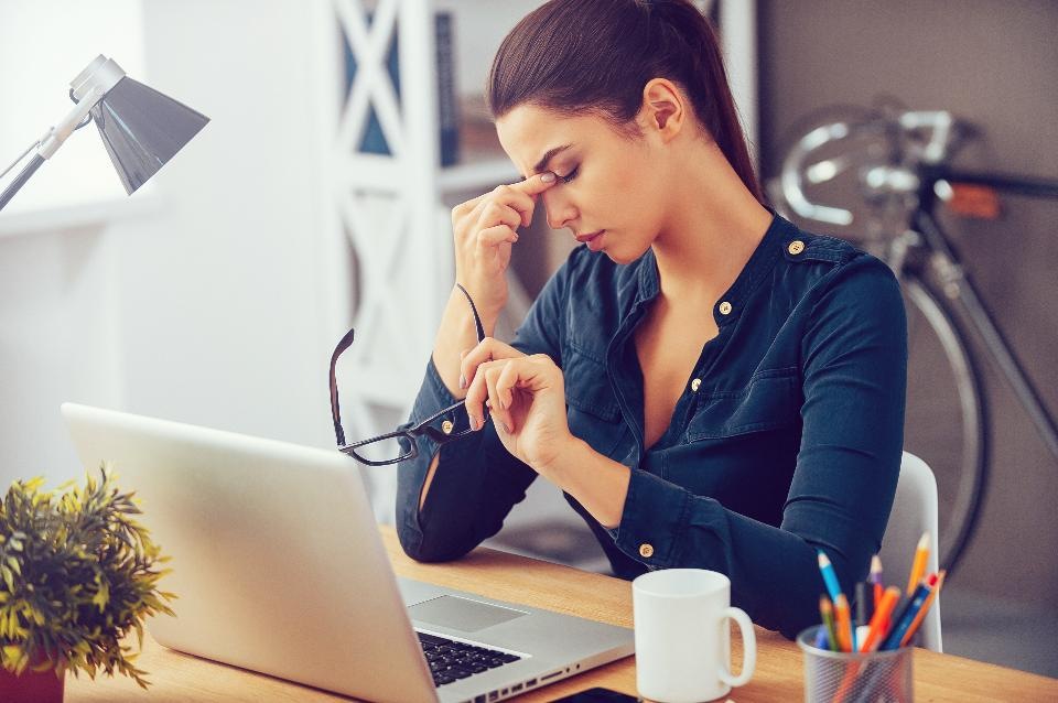 how to cope when your boss hates you, getting back at your boss, what to do when you can't stand your boss, how to deal with hating your boss, i can't work with my boss, how to deal with boss who undermines you, how to deal with a boss you don't trust, my boss hates me but won't fire me,