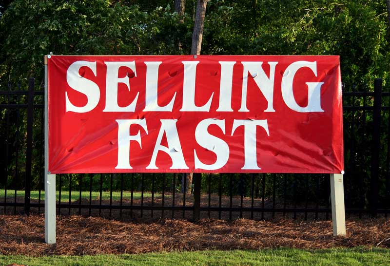 selling-fast-sign